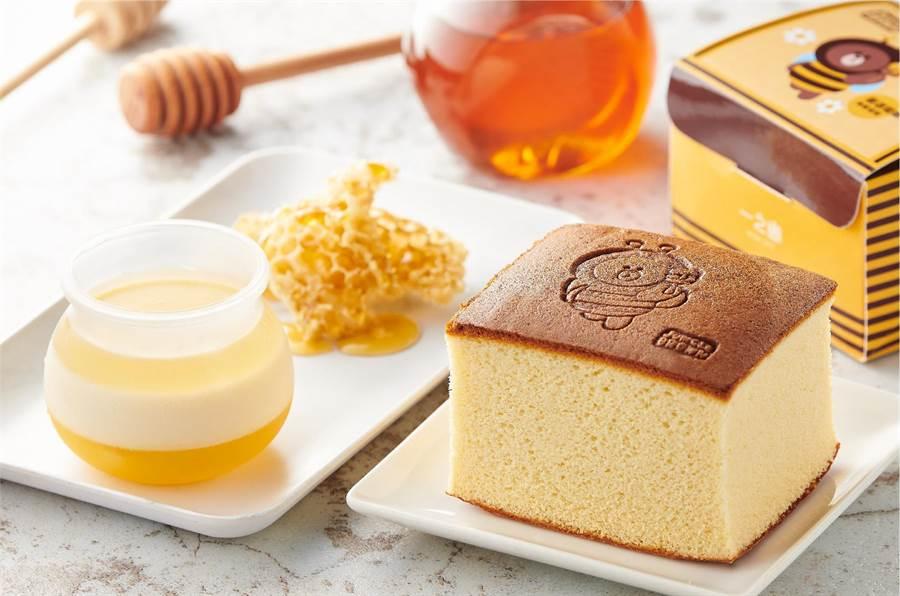 全聯We Sweet蜂蜜布丁罐110g(左起),每個39元;一之鄉LINE FRIENDS熊大蜂蜜蛋糕141g,每盒59元。(全聯提供)