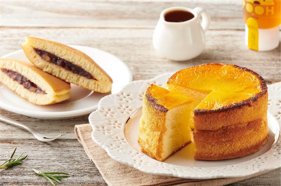 全聯We Sweet蜜香核桃銅鑼燒68g(左起),每個28元;岩燒蜂蜜蛋糕80g,每個35元。