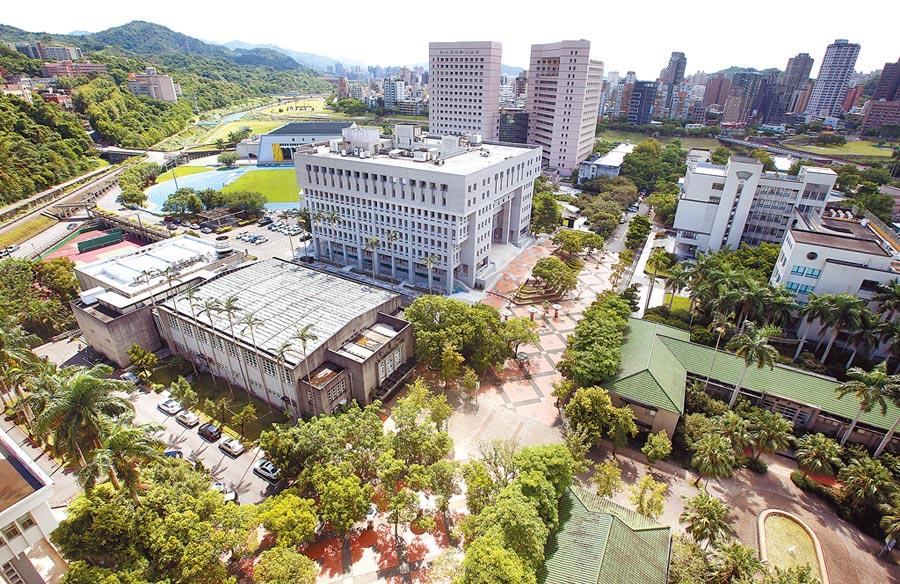 由於校地不敷使用,政大校方計畫將化南新村改建為學人宿舍,卻引發文資團體反對。圖為建物飽和的政大。(范揚光攝)
