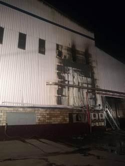 岡山廠房凌晨火警 幸無人傷亡