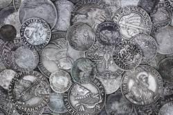 夫妻挖出千年古幣 價值上億超驚人