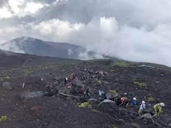 登富士山最好戴安全帽