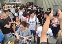 陸首家Costco開幕擠爆 提前關門釀衝突