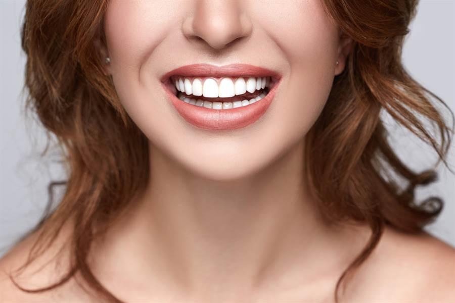 牙齒美白照超詭異 網一看頭皮發麻(示意圖/達志影像)