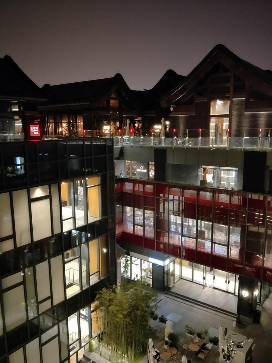 北京將允許外資在京設立娛樂場所。圖為北京新景點北京坊一隅。(陳君碩攝)