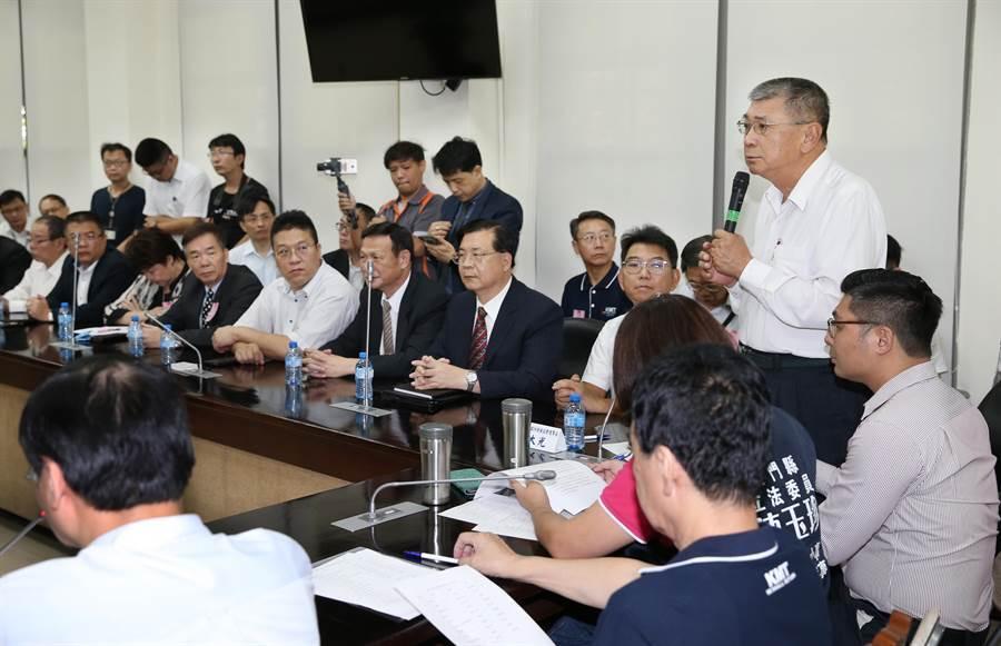 國民黨立法院黨團27日舉行「海峽兩岸旅行發展協會、台北市旅館商業同業公會」陳情協調會,旅遊業者出席踴躍。
