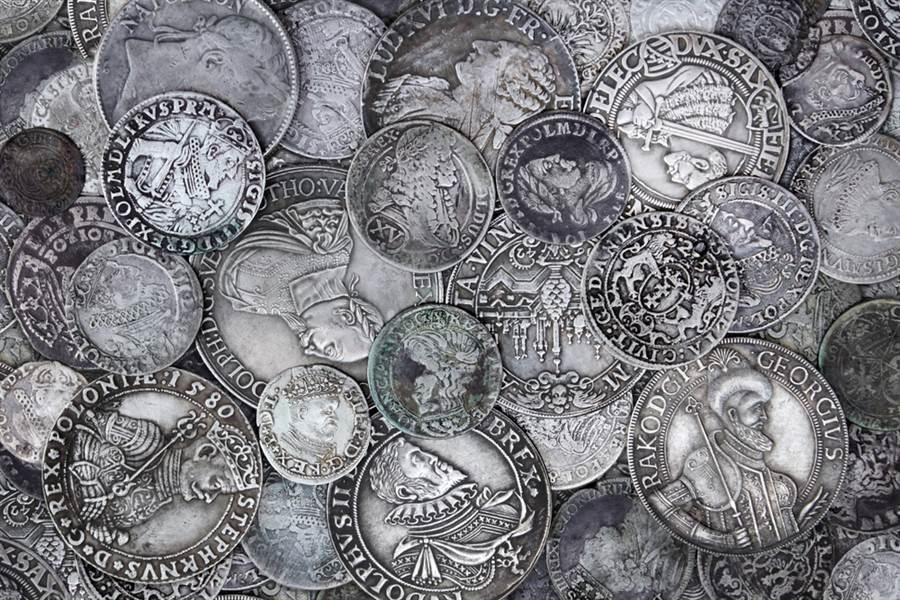 夫妻挖出千年古幣 價值上億超驚人(示意圖/達志影像)