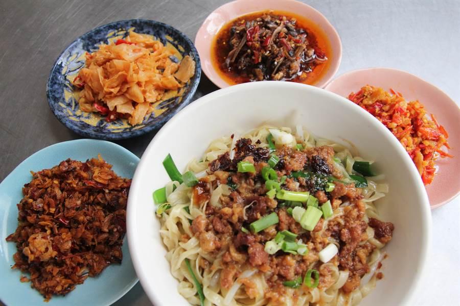 精心研製的4款辣椒醬,成為乾意麵的絕配。(陳淑芬攝)