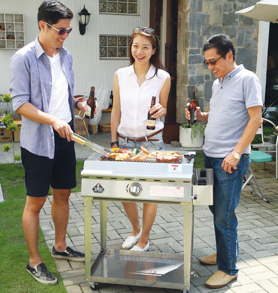 威廉麗莎推出「SL102紅外線樂活烤爐中型款」,讓民眾享受少煙少油的健康樂活生活。圖/業者提供