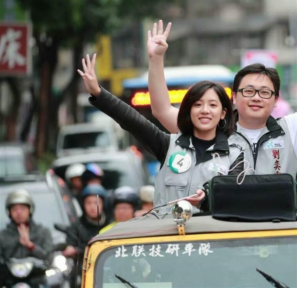 台北市政府副發言人、學姊 黃瀞瑩(左)。(圖/本報資料照)