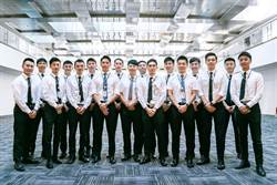 18名長榮空少報到 預計12月上線
