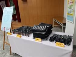 熱心人士捐助防割背包手套 學甲警執勤更有保障