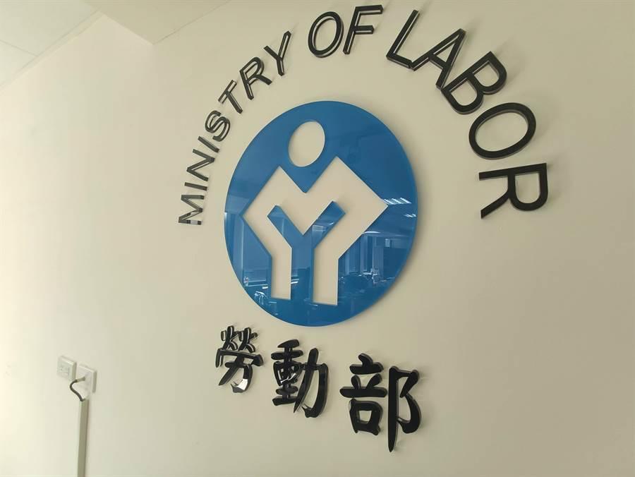 勞動部今天公布近5年大專畢業生就業狀況及薪資行情。(林良齊攝)