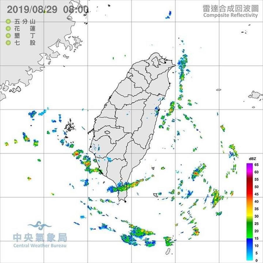 台灣附近已有水氣接近。(圖/取自鄭明典臉書)