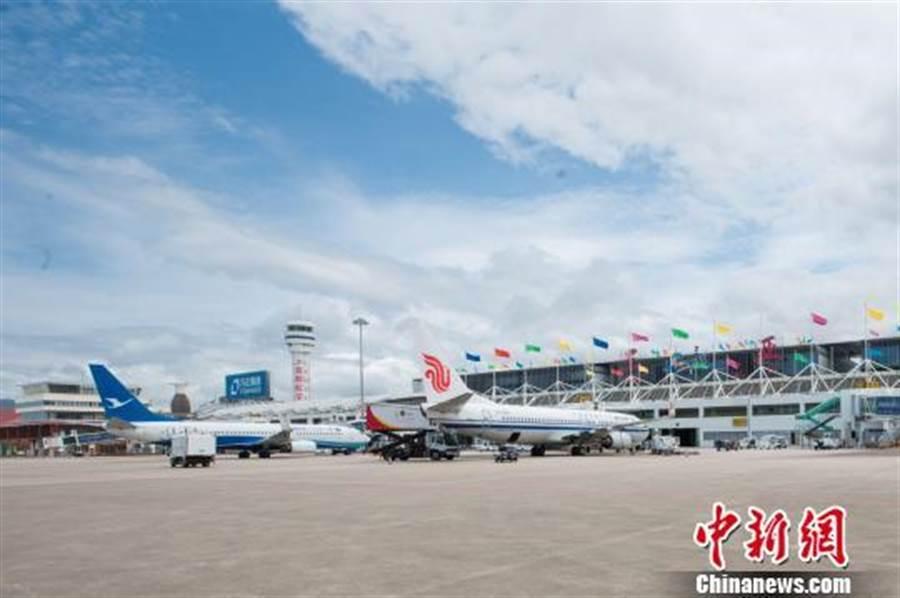 颱風「楊柳」逼近海南島 三亞機場今午12時起暫停接收航班。(照片取自中新網)