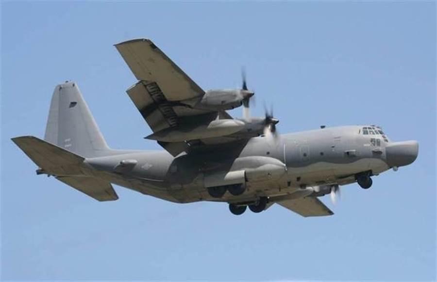 美空軍執行這種作戰任務的MC-130J運輸機。(翻攝維基百科)