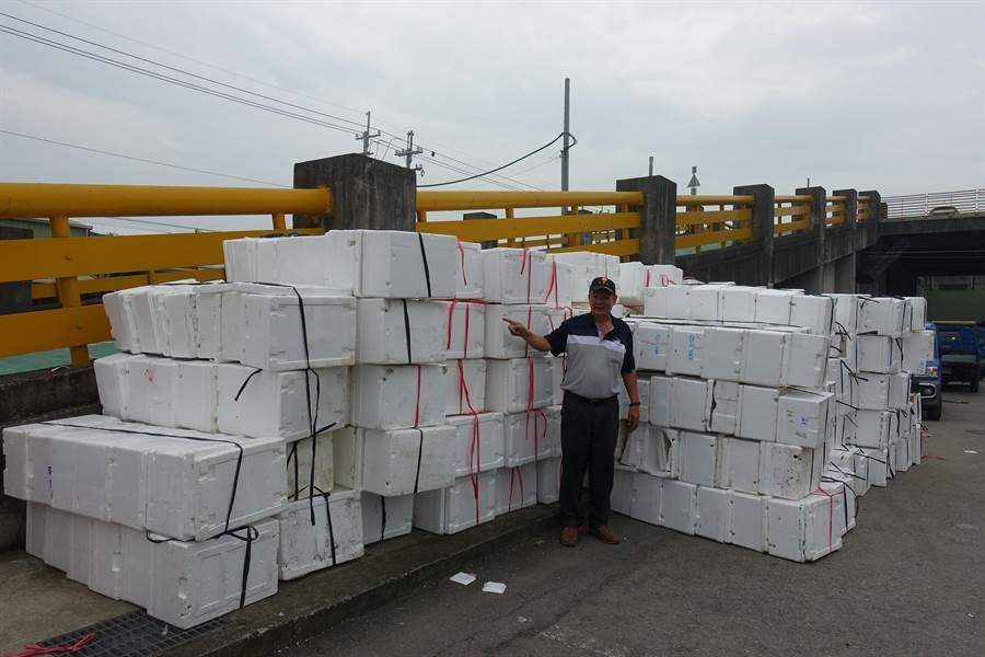 西螺果菜市場一周至少累積700個保麗龍箱,全都是東南亞國家進口青花菜、玉米筍用的。(周麗蘭攝)