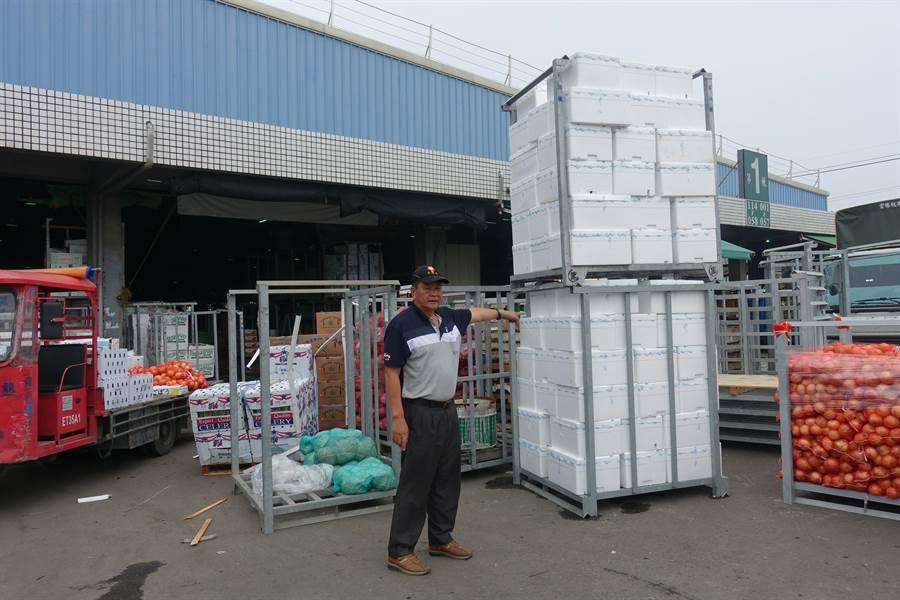 東南亞進口的青花菜與玉米筍,都是用保麗龍箱裝。(周麗蘭攝)