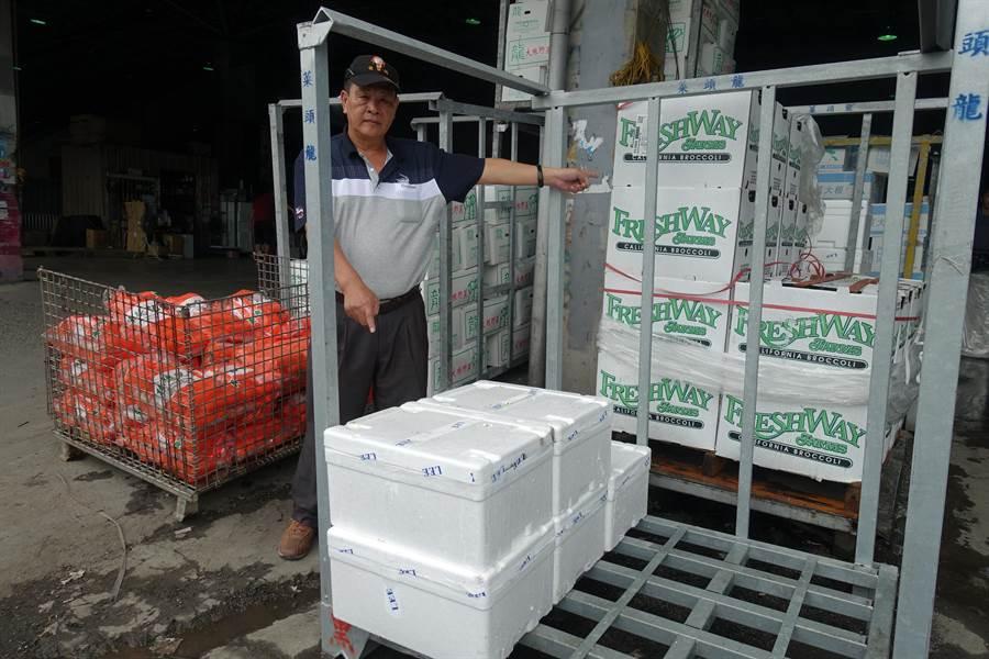 美國青花菜的外包裝是紙箱,可回收;東南亞用的是保麗龍箱,成為環境殺手。(周麗蘭攝)