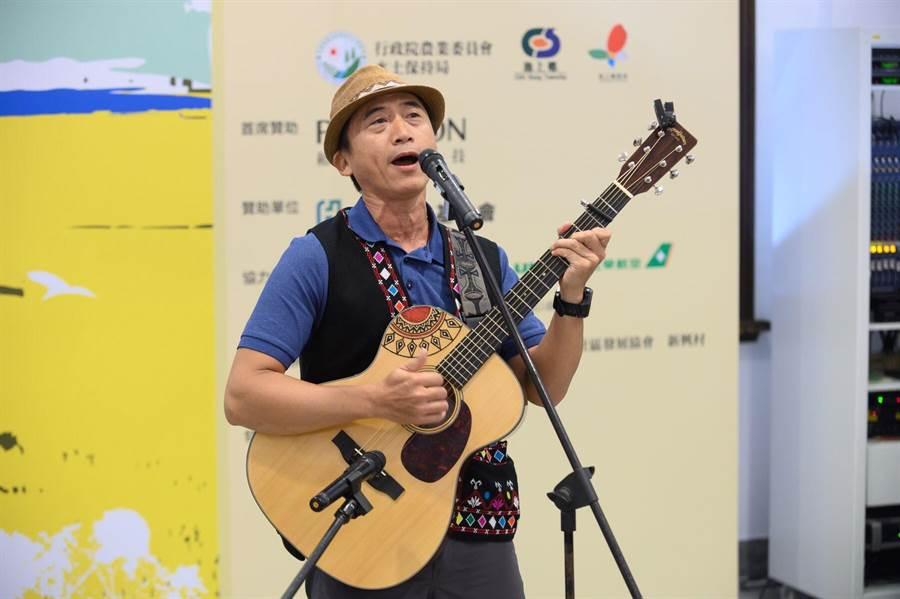 金曲歌王陳建年受邀2019池上秋收稻穗藝術節演出。(台灣好基金會提供)