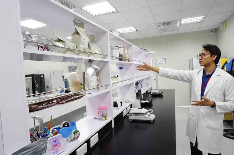墨力国际公开耗资百万元成立的品管检验室。(王文吉摄)