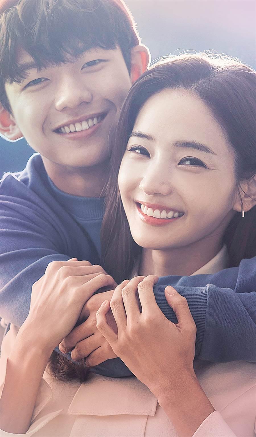 表情包童星王錫賢(左)長大了!新劇《與神的約定》演出韓彩英(右)兒子獲頒演技大賞。