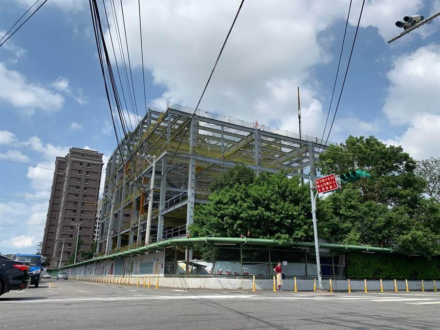 桃園市八德區北景雲計畫統包工程29日舉辦上梁典禮,預計明年10月完工。(賴佑維攝)