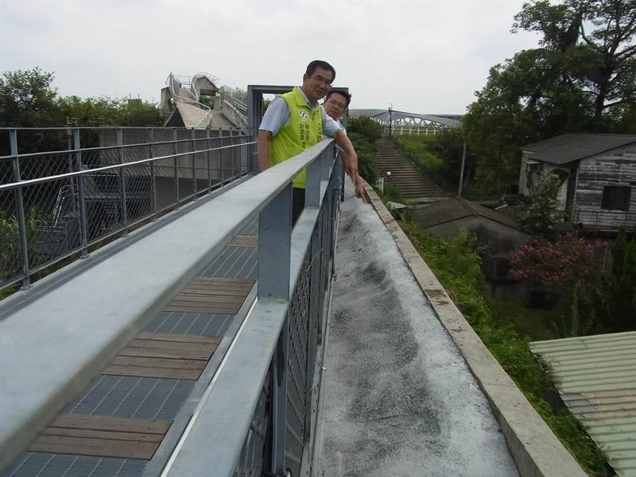 「天空之橋」生態工法區變混凝土引發爭議。(張朝欣攝)
