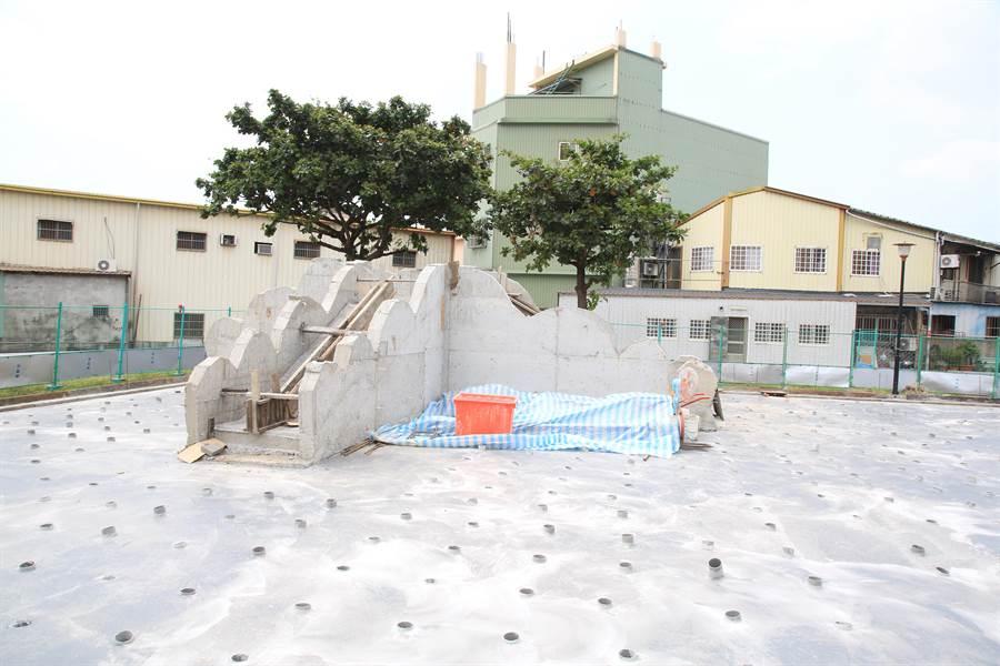 豐洲公園改善工程將增設磨石子溜滑梯等設施。(王文吉攝)
