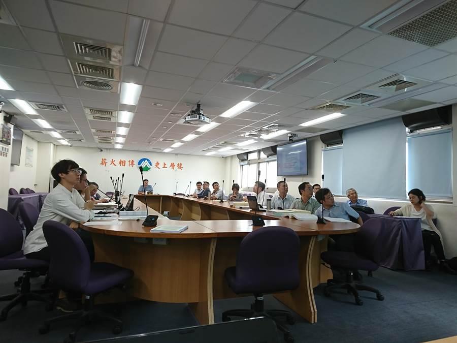 環保署今召開專案小組會議,審查通過神岡豐州科技園區環評變更。(廖德修攝)