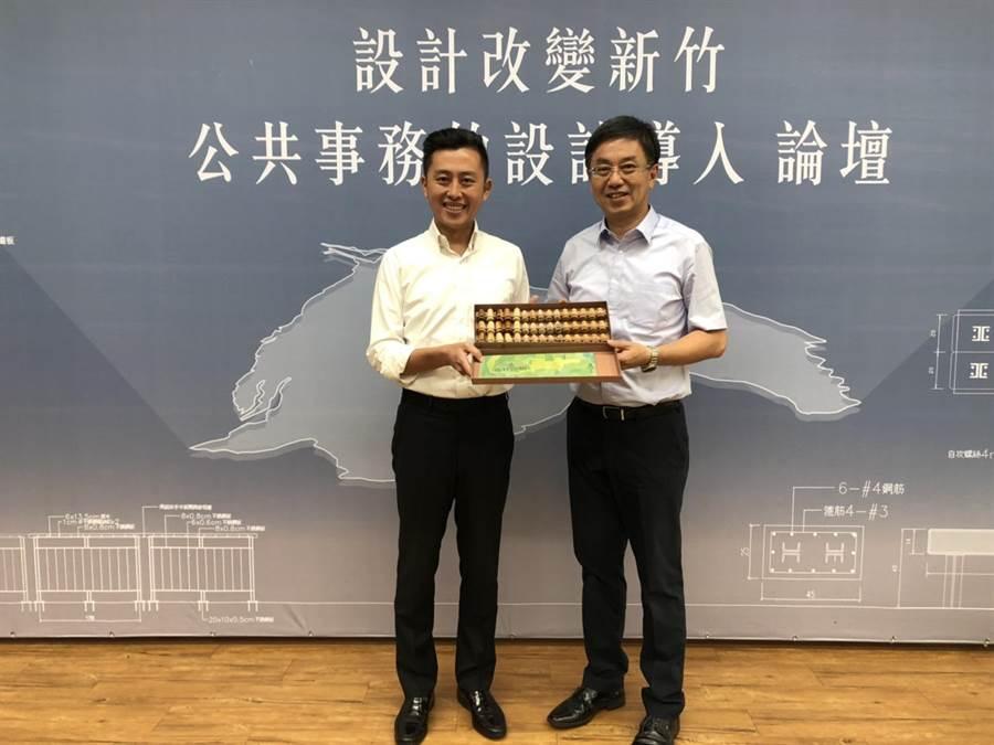 新竹市長林智堅(左)29日在「設計改變新竹-公共事務的設計導入」一日教育訓練中,分享他的內心話。(莊旻靜攝)
