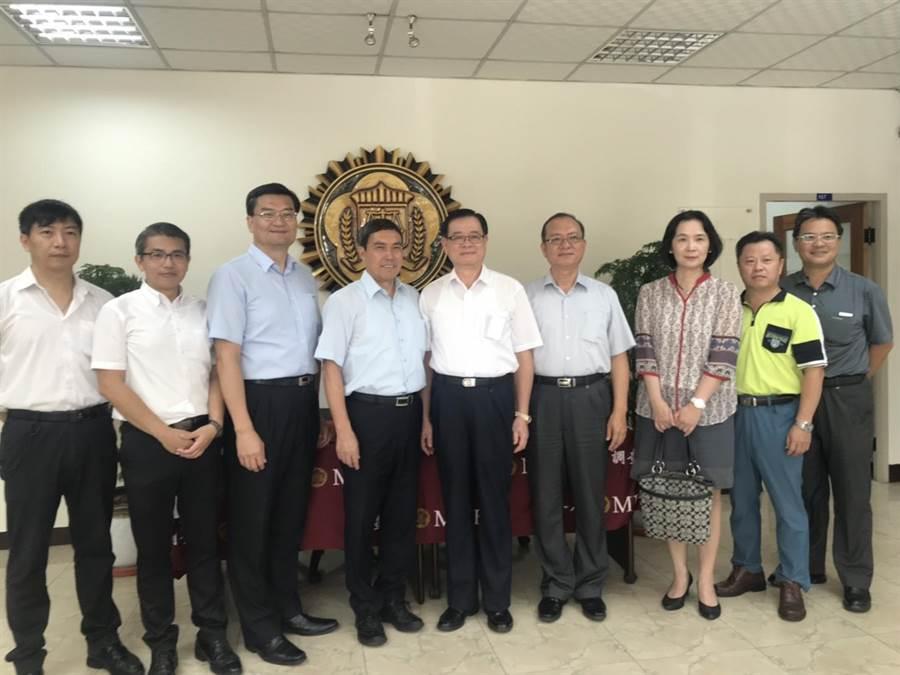 新竹市政府29日舉辦「設計改變新竹-公共事務的設計導入」一日教育訓練,邀集府內一級主管、科長參與。(莊旻靜攝)