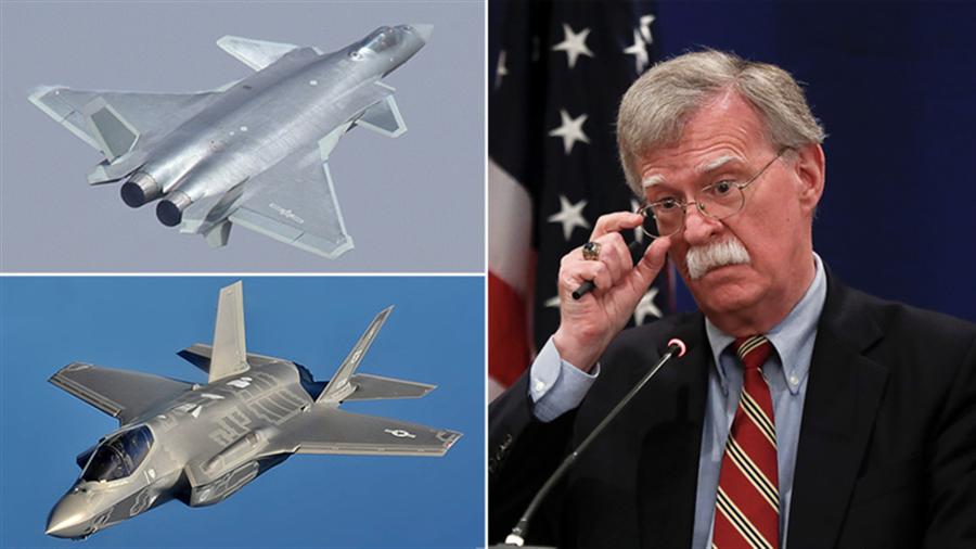 美國國家安全顧問波頓在俄羅斯指控中共5代戰機殲20竊取F-35技術,因為「看起來很像,根本就是F-35」,遭俄媒大加嘲諷。(圖/RT合成圖)