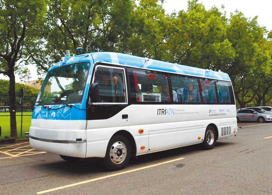 新北市府推動「自動巴士運轉計畫」,年底將在淡海新市鎮測試運轉。(譚宇哲翻攝)