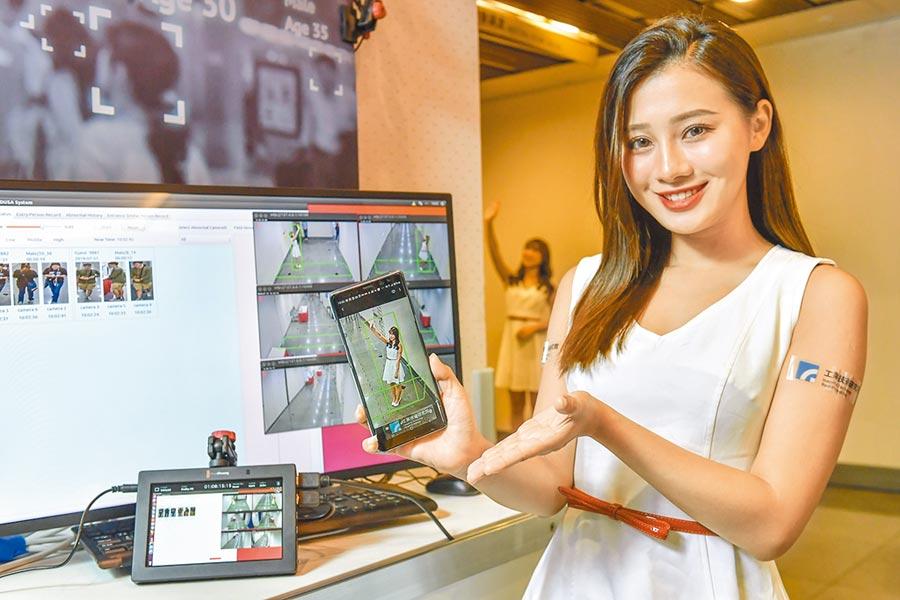 工研院研發「跨攝影機智慧影像分析」,可在不同攝影機拍攝時,進行全身人物影像識別並作歸類。(羅浚濱攝)