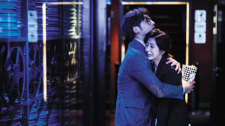 溫昇豪(左)、賈靜雯(右)《我們與惡的距離》是今年金鐘獎大贏家,演員群演出受肯定。