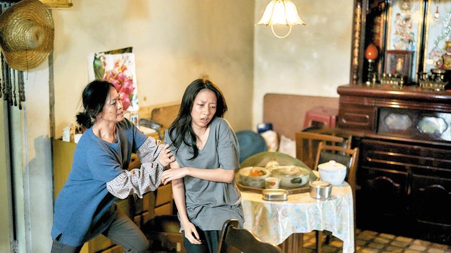 謝瓊煖(左)和陳妤在《與惡》演母女,可惜雙雙落榜。