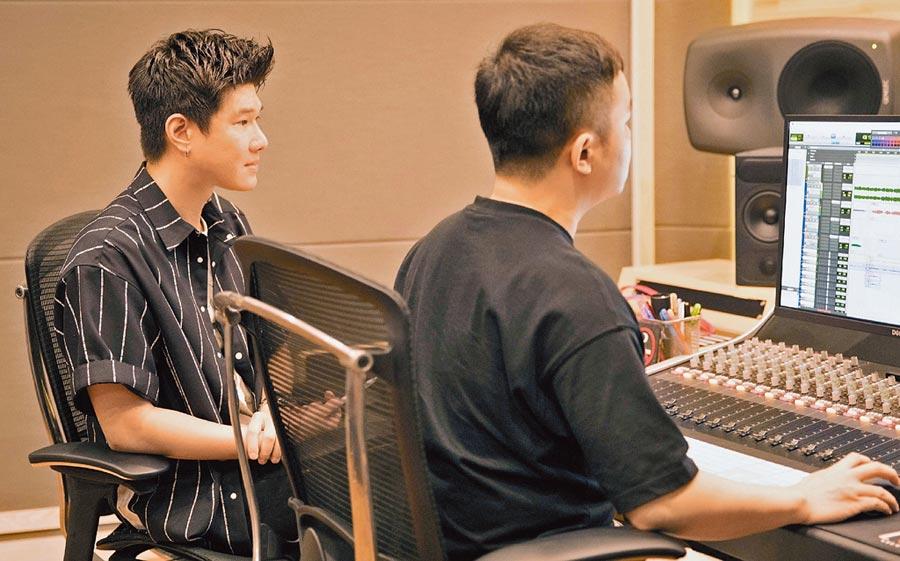 張與辰(左)曾替許多歌手製作歌曲。
