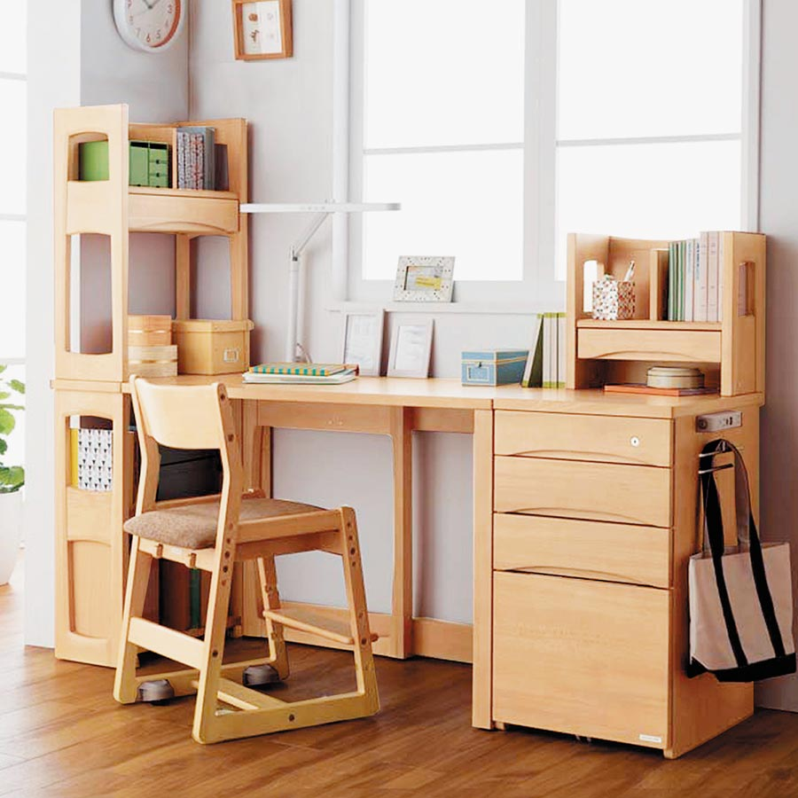 京華城的KOIZUMI日本原裝ARF成長組合書桌組(LDL-189),原價4萬2800元,特價3萬7664元。(京華城提供)