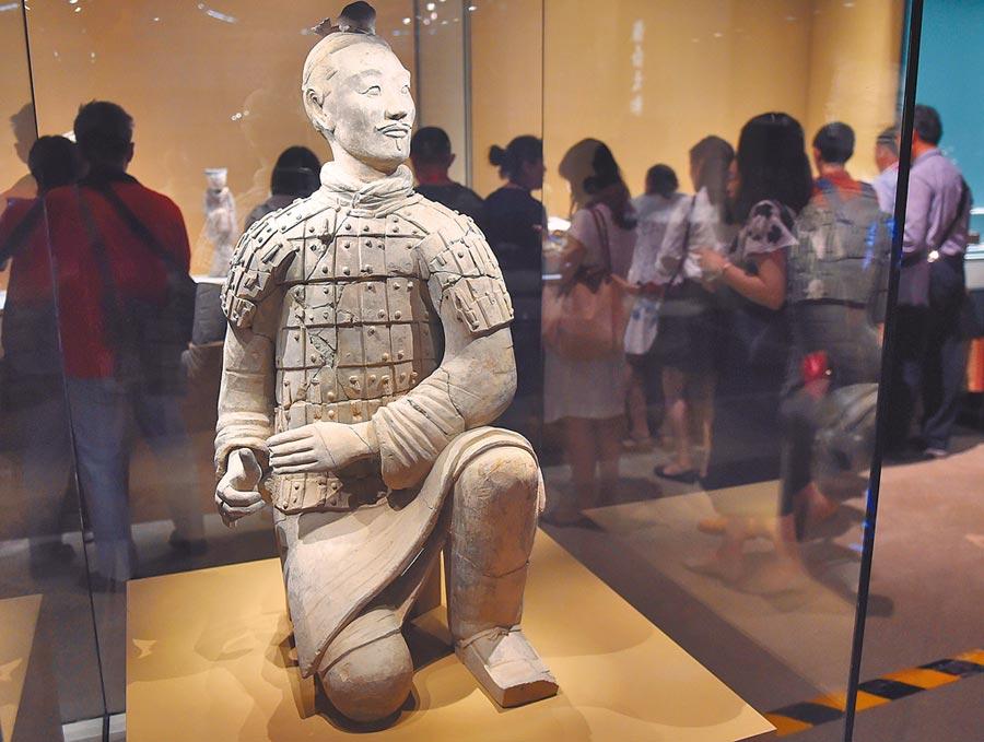 陜西省西安市秦始皇陵兵馬俑一號坑出土的跪射俑。(新華社資料照片)