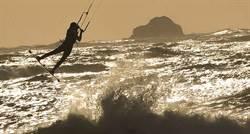 浮生繪影》強風巨浪正當時 風箏衝浪她最高