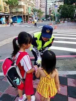 開心上學去!三重警方護童 加強巡邏呼籲結伴同行