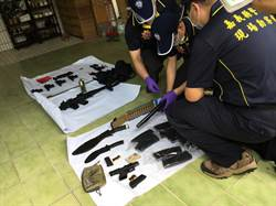 警匪對峙 歹徒投降交2長槍11短槍、手榴彈