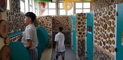 全台最美國中廁所 2萬片原木拼成