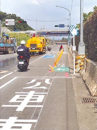 路幅不足硬設機慢車左轉道 險象環生