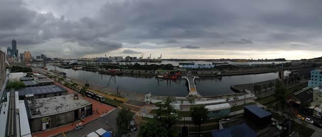 愛情摩天輪選址地其一「高雄港4-8號碼頭」,擁有絕佳海景,是高雄港區最精華地段。(袁庭堯攝)