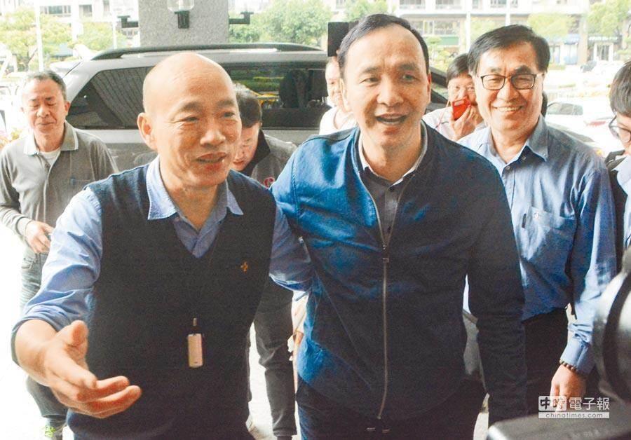 前新北市長朱立倫(中)和高雄市長韓國瑜(左)。(本報資料照片)