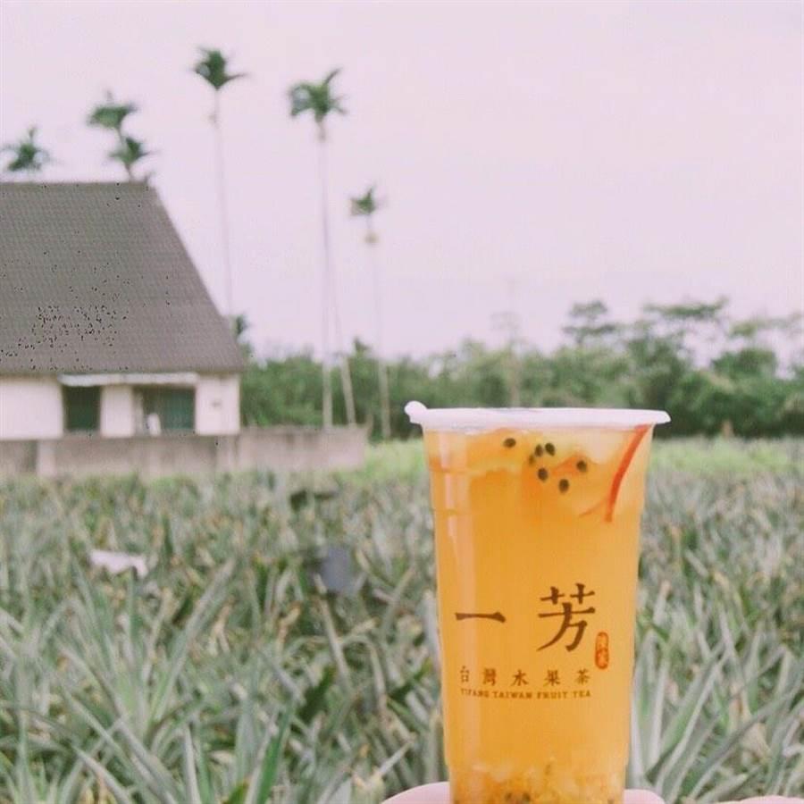 一芳水果茶,26日开始推出买一送一的活动。(图/一芳水果茶脸书)