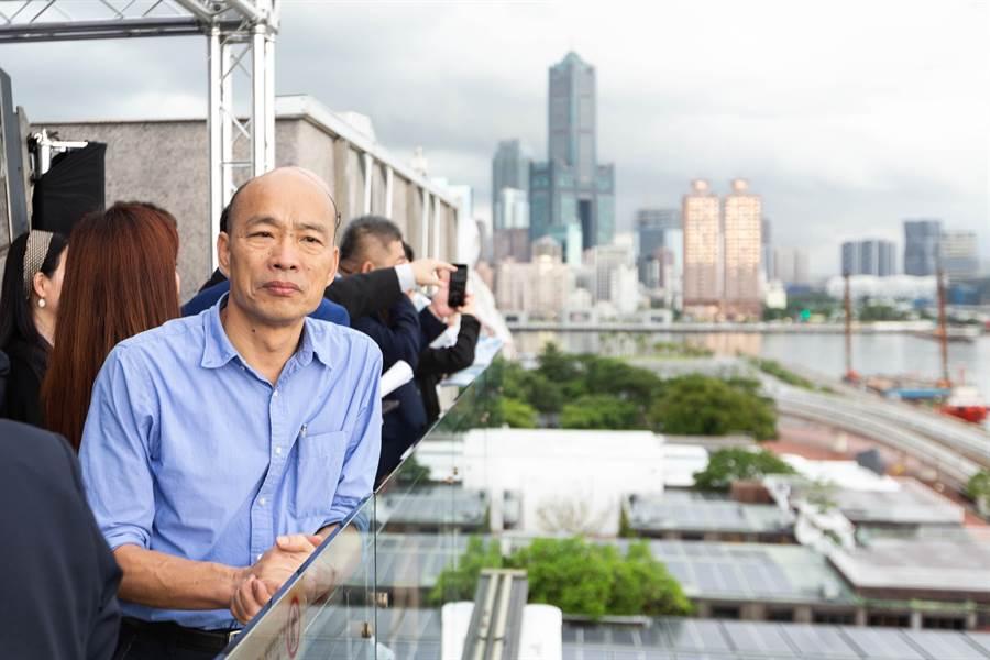高雄市長韓國瑜的愛情摩天輪計畫爆爭議,但都發局長林裕益今天強調,摩天輪的打造計畫,早在2006年、前市府時代就有規劃紀錄。(袁庭堯攝)