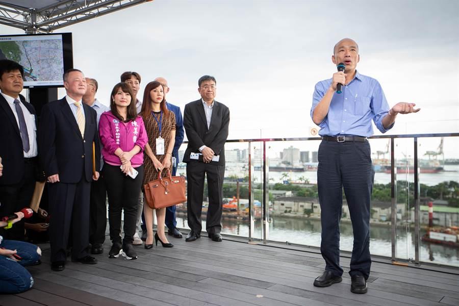 韓國瑜表示,未來愛情摩天輪預估將斥資超過百億元、創造三千個工作機會。(袁庭堯攝)